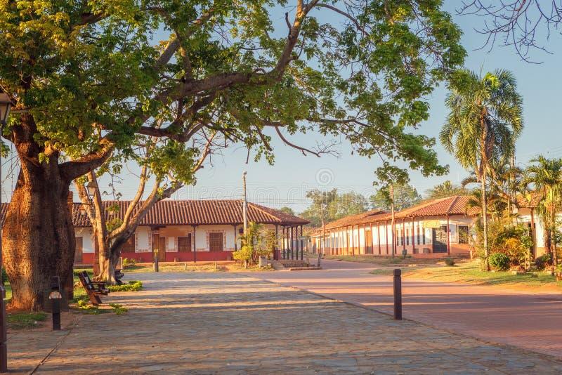 Calle en el pueblo Concepción, misiones de la jesuita en la región de Chiquitos, Bolivia imágenes de archivo libres de regalías