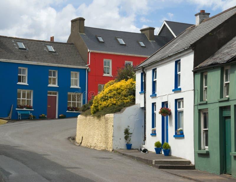 Calle en Eyeries, corcho del oeste, Irlanda de la aldea imagen de archivo