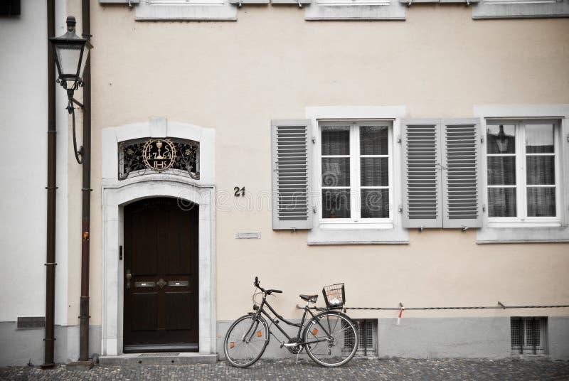 Calle en Freiburg, Alemania fotografía de archivo
