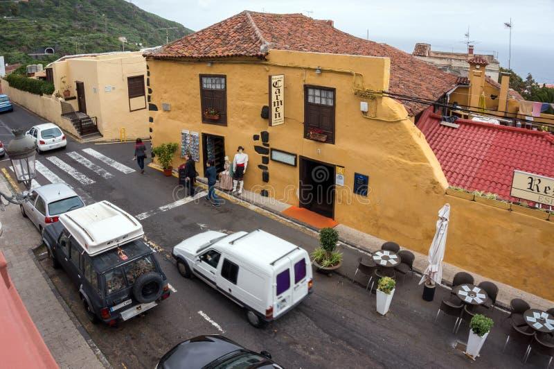 Calle en la ciudad de Icod de las Vinos en la isla de Tenerife españa imagen de archivo libre de regalías