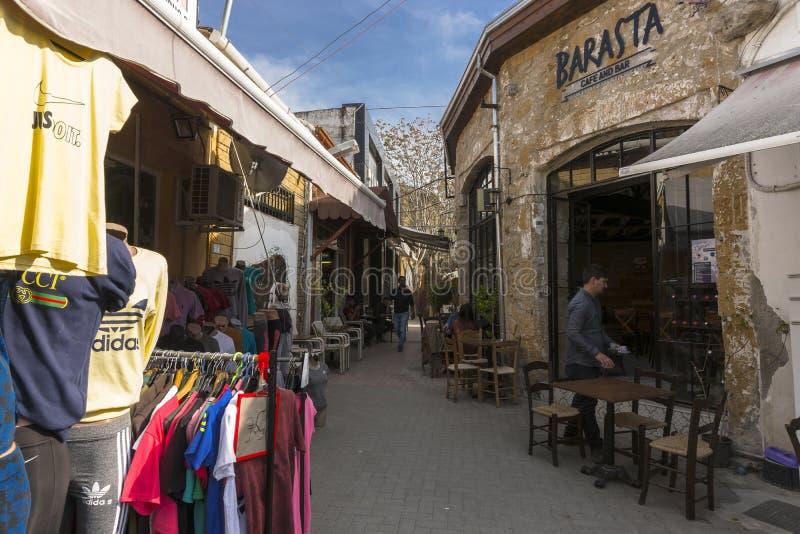 Calle en la ciudad de Nicosia fotos de archivo