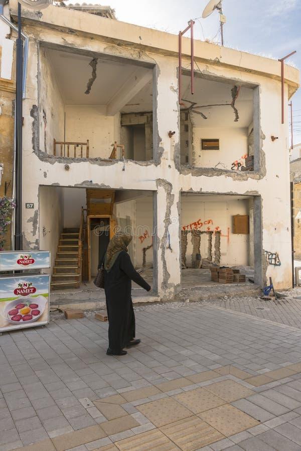 Calle en la ciudad de Nicosia imagenes de archivo