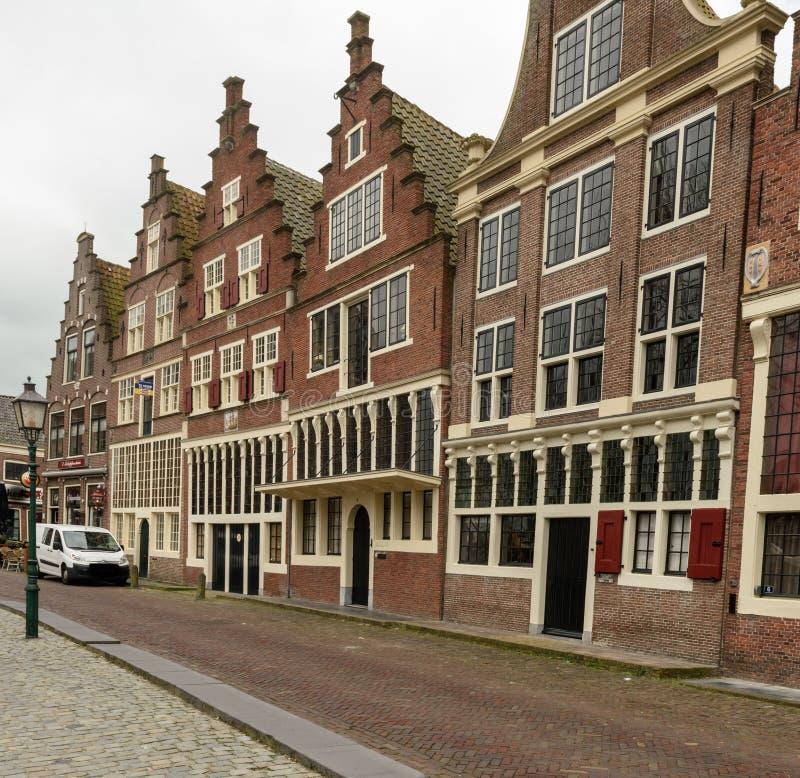 Calle en la ciudad del puerto de Hoorn, Países Bajos imagen de archivo libre de regalías