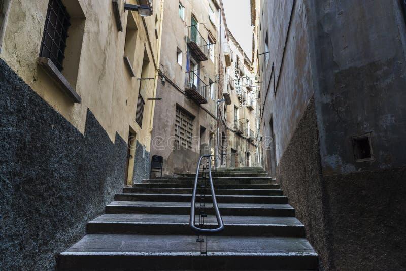 Calle en la ciudad vieja de Cardona en Cataluña, España imágenes de archivo libres de regalías