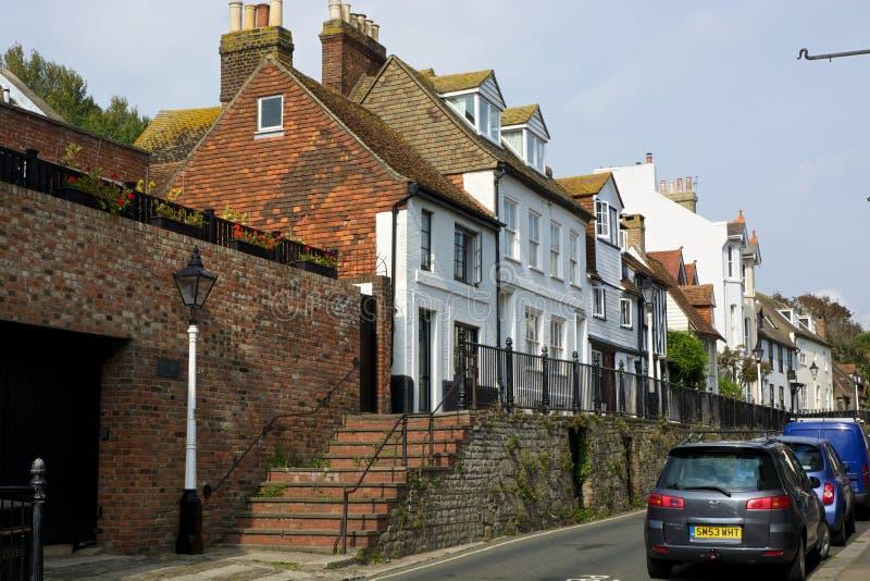 Calle en la ciudad vieja de Hastings inglaterra fotografía de archivo