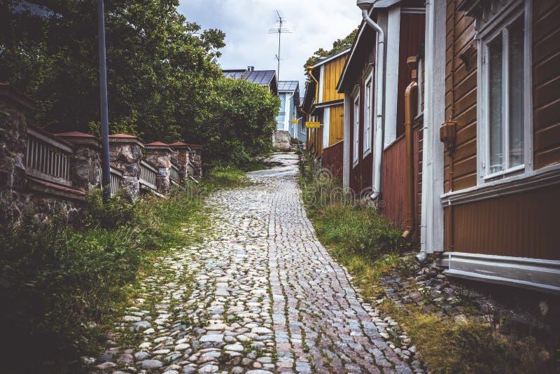 Calle en la ciudad vieja de Porvoo foto de archivo