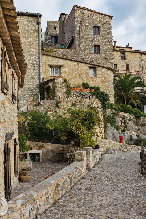 Download Calle En La Ciudad Vieja Tourrettes-sur-Loup En Francia Imagen de archivo - Imagen de flores, abandonado: 64205187