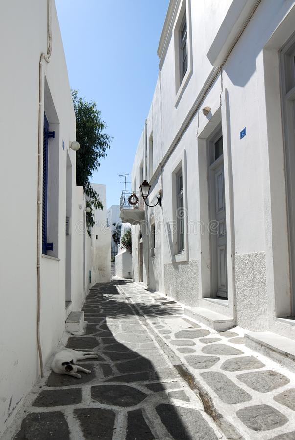Calle en la isla de Paros fotografía de archivo