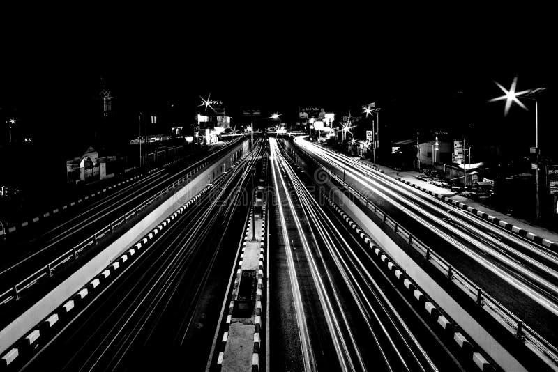 Calle en la noche fotos de archivo