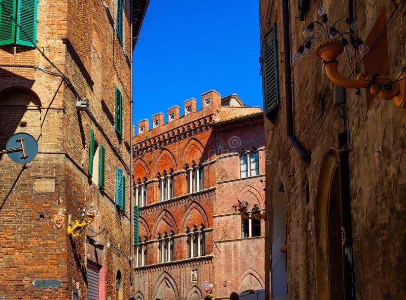 Calle en Siena, Toscana, Italia foto de archivo libre de regalías