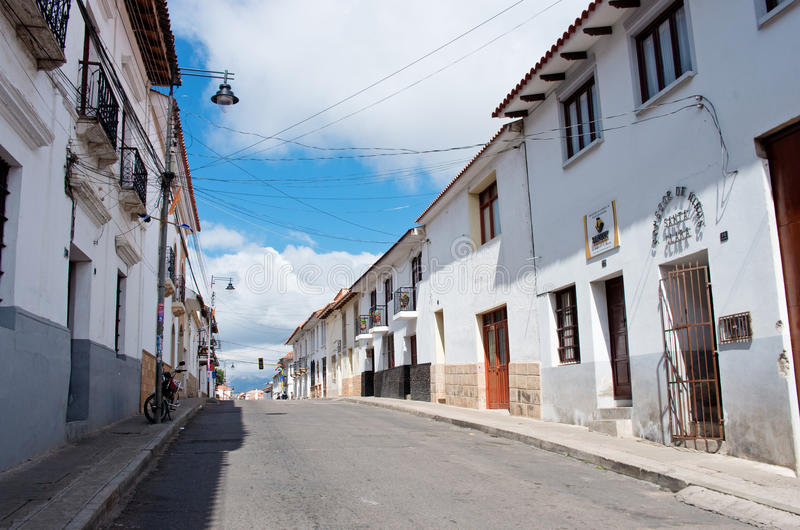 Calle en Sucre, capital de Bolivia foto de archivo