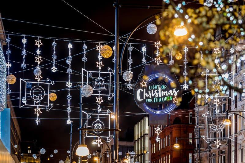 Calle en tiempo de la Navidad, Londres de Oxford fotografía de archivo