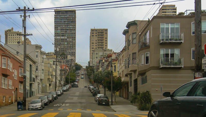 Calle escarpada de la ciudad en San Francisco, los E.E.U.U. fotos de archivo libres de regalías