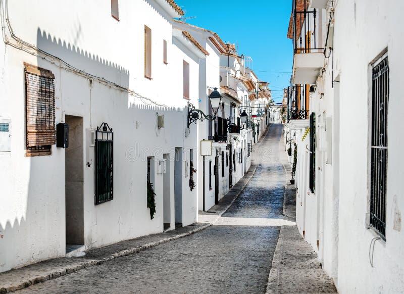 Calle estrecha de Altea, Costa Blanca españa imagen de archivo libre de regalías