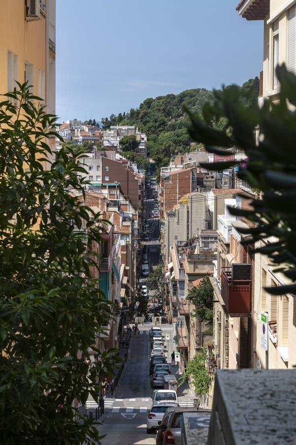 Calle estrecha de Barcelona imagen de archivo libre de regalías