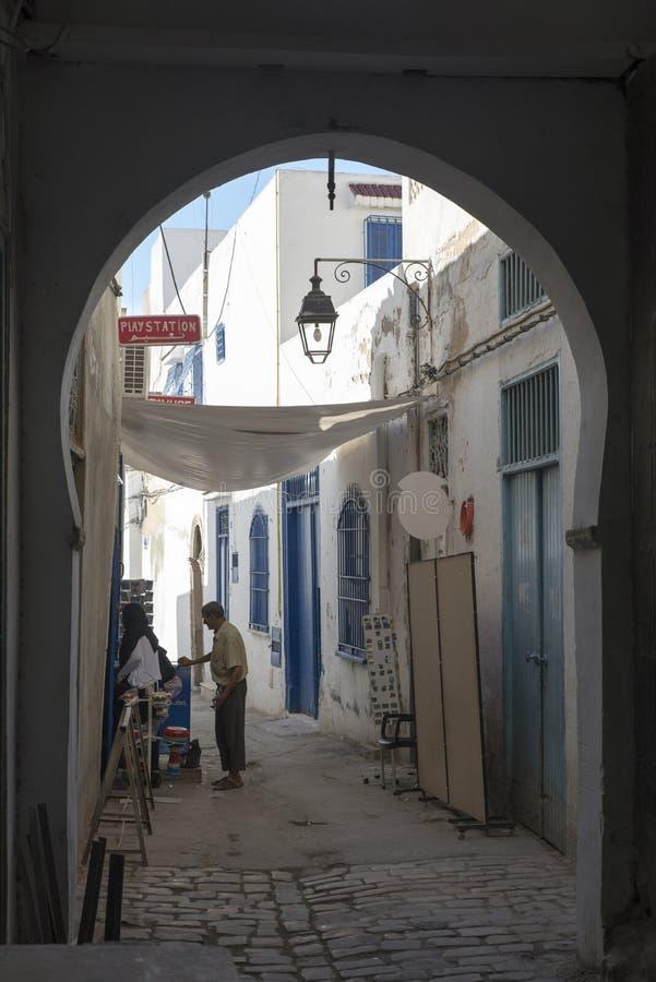 Calle estrecha en el Medina, Túnez fotografía de archivo libre de regalías