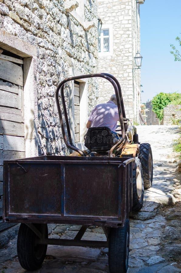 Calle estrecha vieja en Ulcinj fotos de archivo