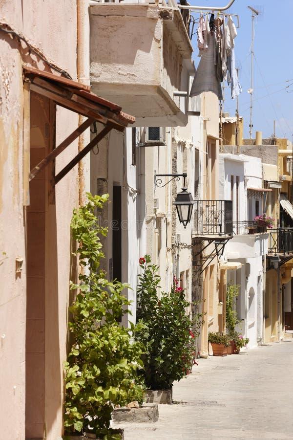 Calle griega tradicional en Rethymno crete Grecia imagenes de archivo