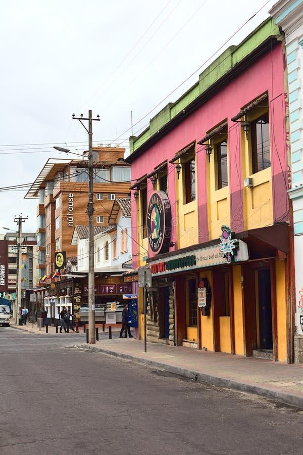 Calle hemorroidal de Foch en el distrito turístico en Quito, Ecuador imagenes de archivo