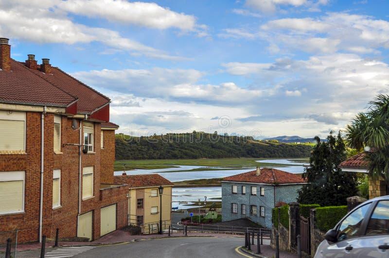 Calle hermosa de una pequeña ciudad europea de San Vicente de la B foto de archivo libre de regalías