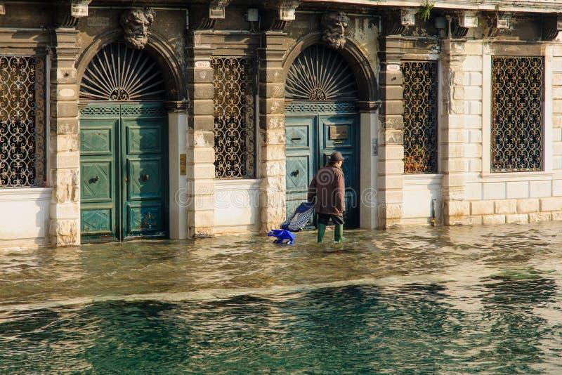 Calle inundada, Venecia foto de archivo libre de regalías