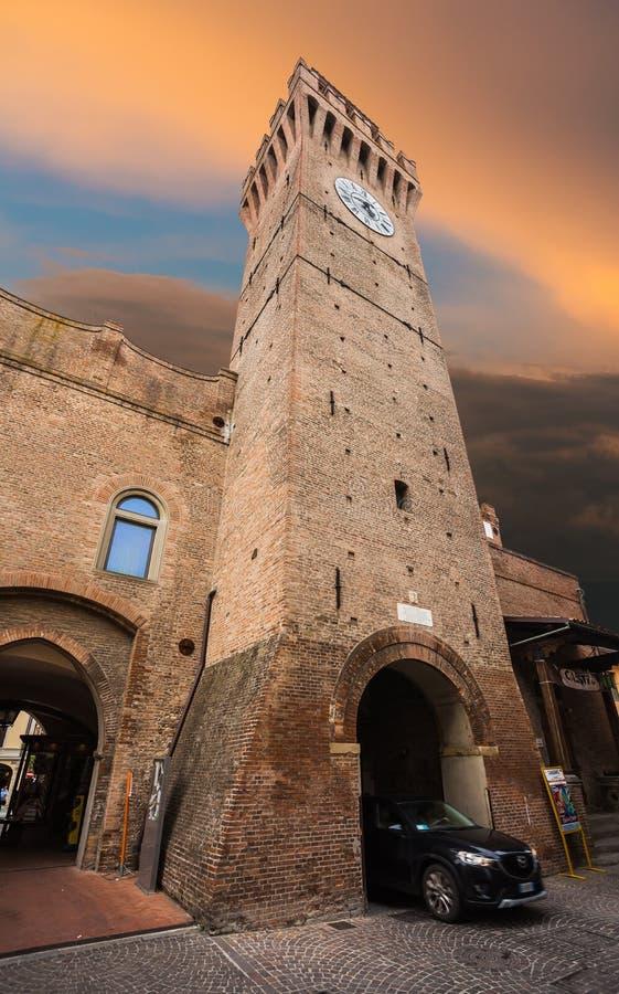Calle italiana en una pequeña ciudad provincial de Toscano foto de archivo libre de regalías