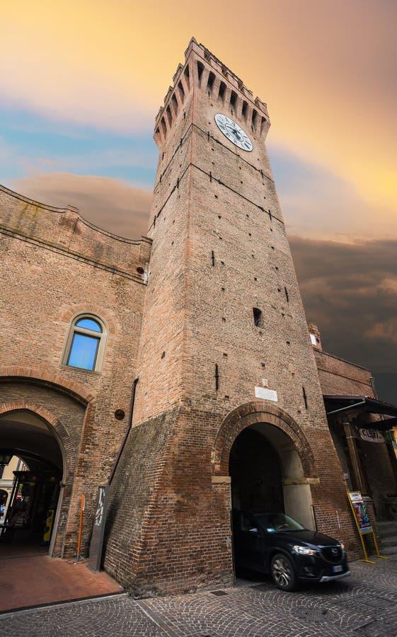 Calle italiana en una pequeña ciudad provincial de Toscano imagen de archivo libre de regalías