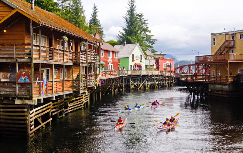Calle Kayaking de la cala de Alaska foto de archivo