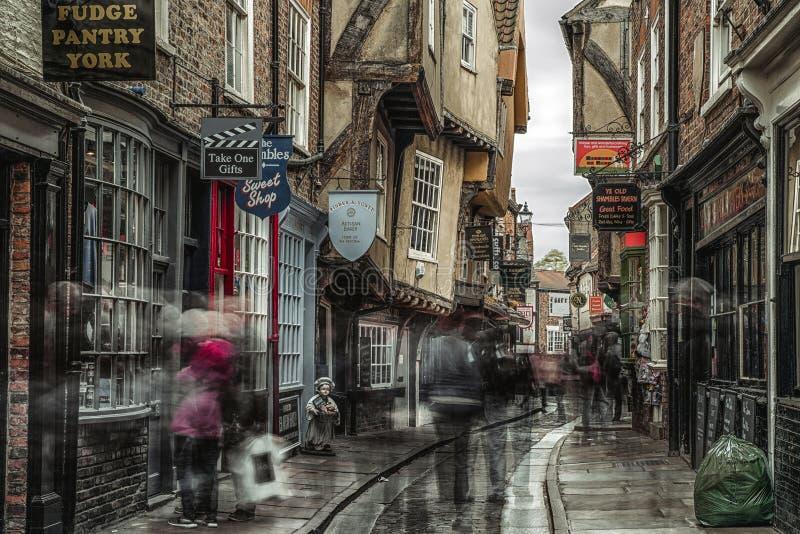Calle la confusión en York, Inglaterra imagen de archivo