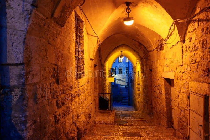 Calle mística en la noche en la ciudad vieja de Jerusalén imágenes de archivo libres de regalías