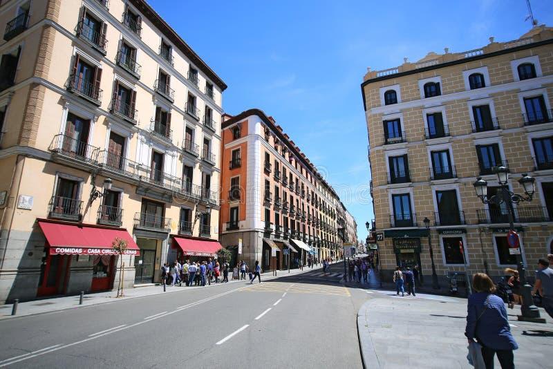 Calle Mayor no Madri, Espanha Esta rua é a mais popular para turistas no Madri imagem de stock