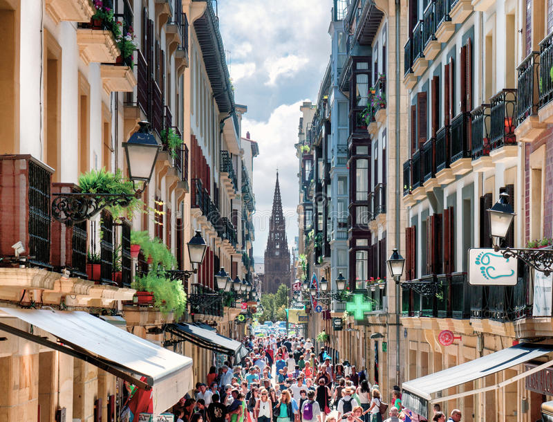 Calle Mayor Street em San Sebastian fotografia de stock