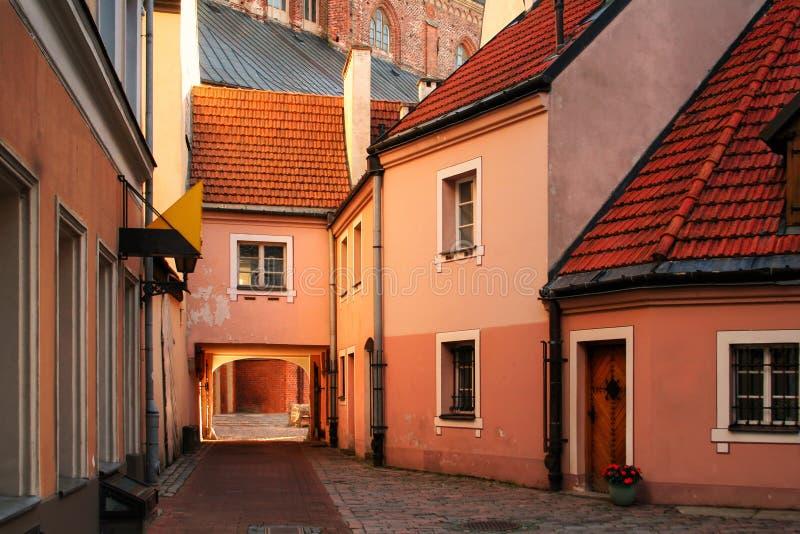 Calle medieval en Riga fotos de archivo libres de regalías