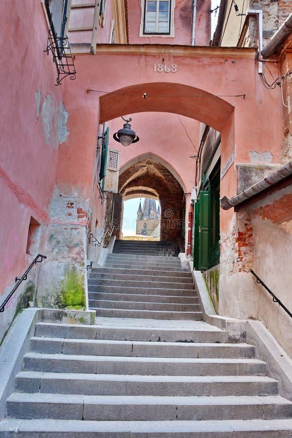 Calle medieval en Sibiu foto de archivo