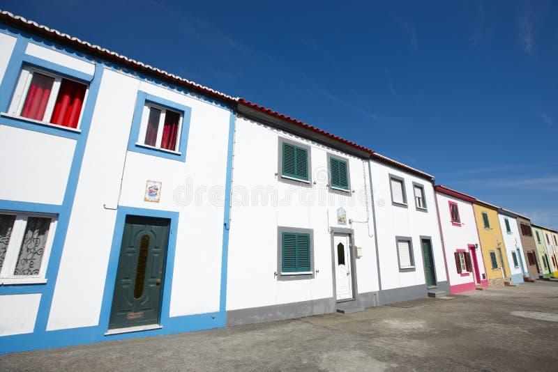 Calle multicolora tradicional de Azores en la isla de Miguel del sao Por imagen de archivo libre de regalías