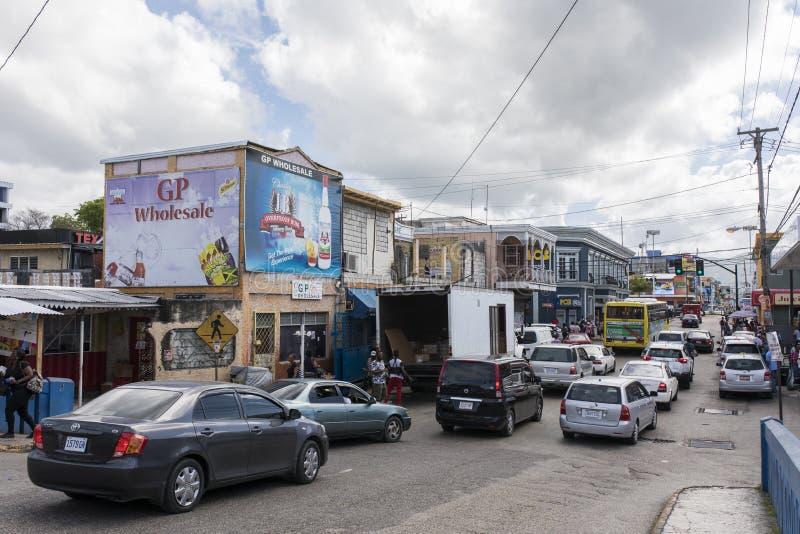 Calle muy transitada en Jamaica foto de archivo