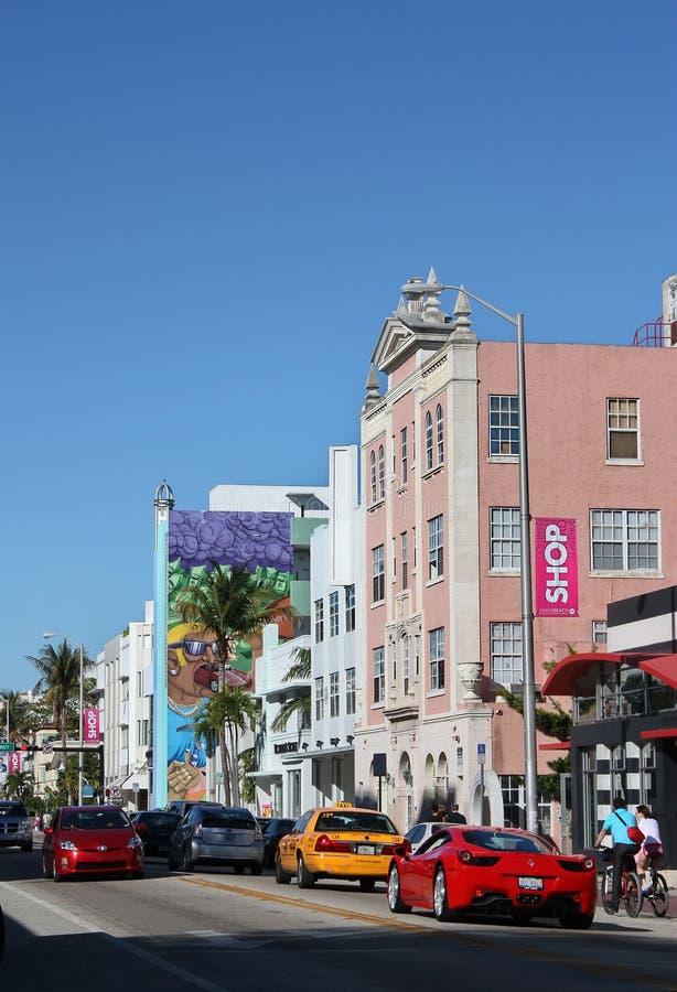Calle muy transitada en la playa del sur Miami fotos de archivo