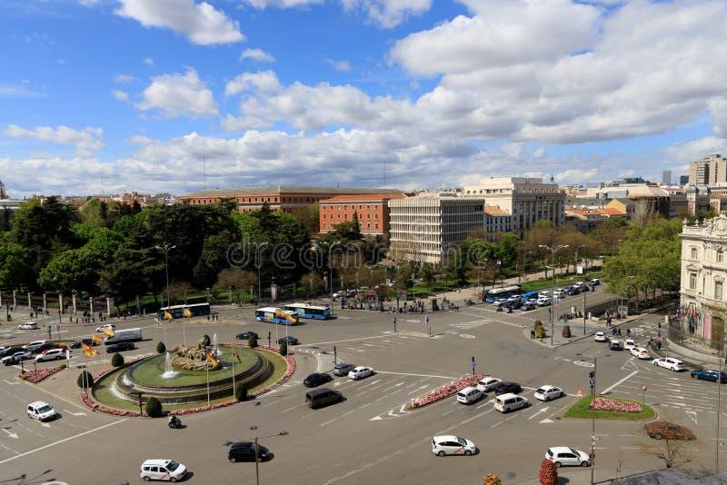 Calle muy transitada en Madrid, Espa?a fotografía de archivo libre de regalías