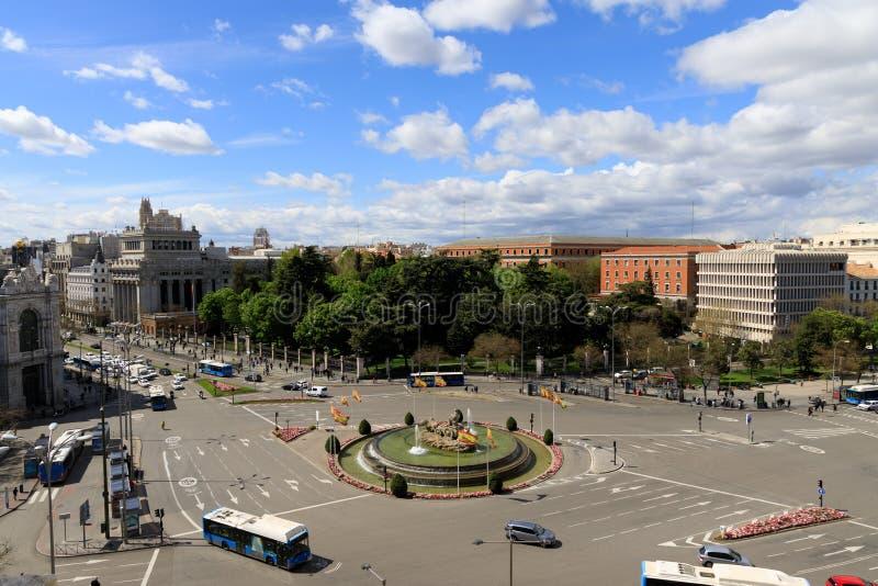 Calle muy transitada en Madrid, Espa?a imagen de archivo