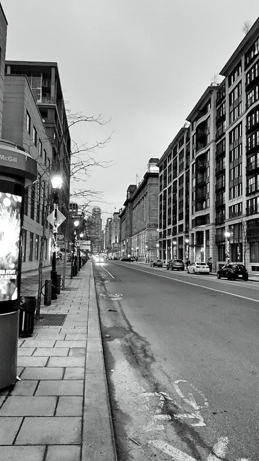 Calle negra y blanca fotos de archivo libres de regalías