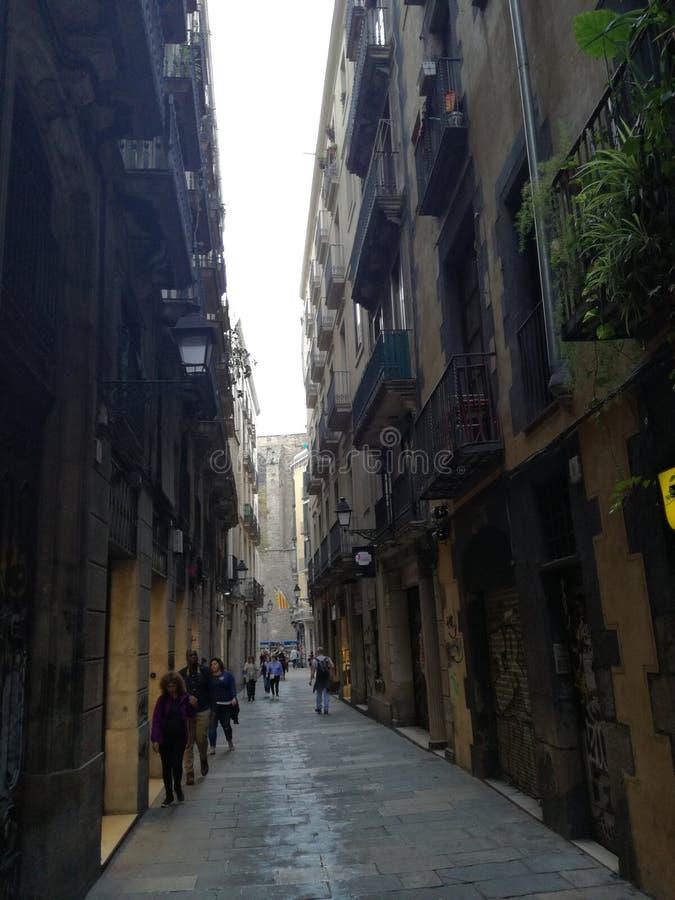 Calle ocultada en el corazón de Barcelona foto de archivo libre de regalías
