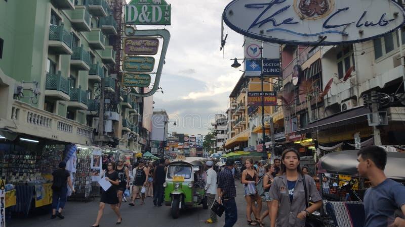 Calle ocupada, prisa y movimiento de Bangkok en la ciudad imagen de archivo libre de regalías