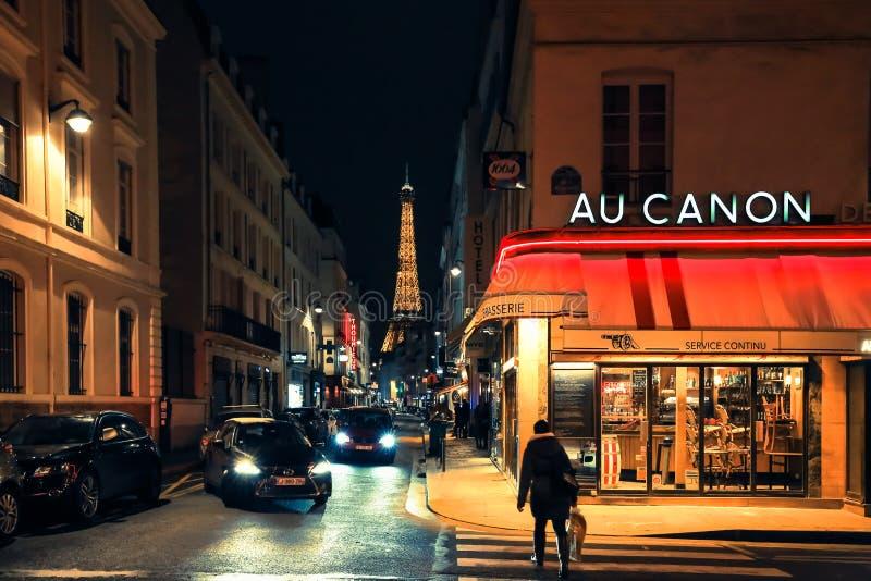 Calle parisiense Arquitectura y señal de París, Francia fotos de archivo