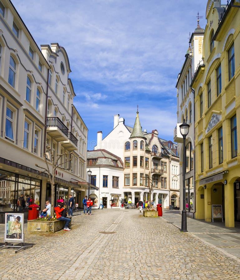 Calle peatonal, Alesund Noruega imagen de archivo