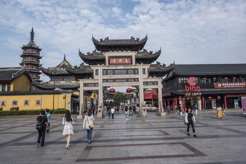 Calle peatonal comercial del templo de Nanchan imagenes de archivo