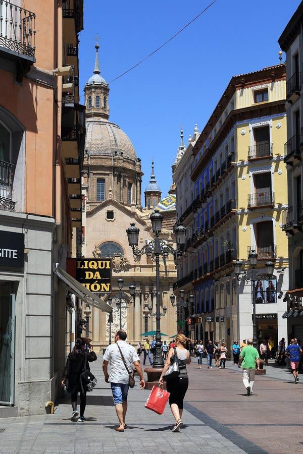 Calle peatonal de Zaragoza, España imagen de archivo libre de regalías