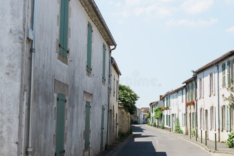 Calle pintoresca del pueblo foto de archivo libre de regalías