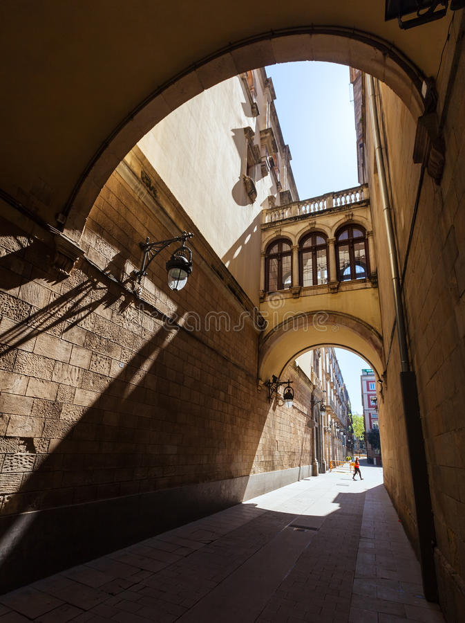 Calle pintoresca vieja de Barcelona foto de archivo