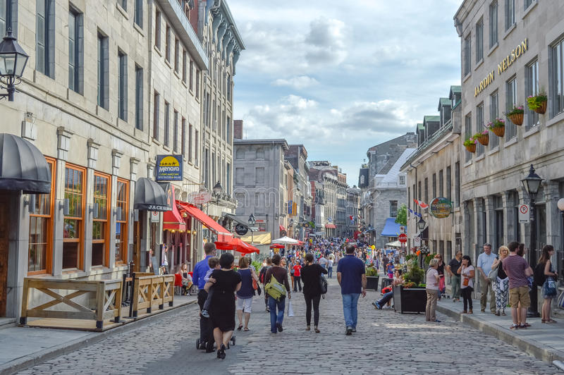 Calle popular de San Pablo en el puerto viejo La gente puede ser vista alrededor imagenes de archivo