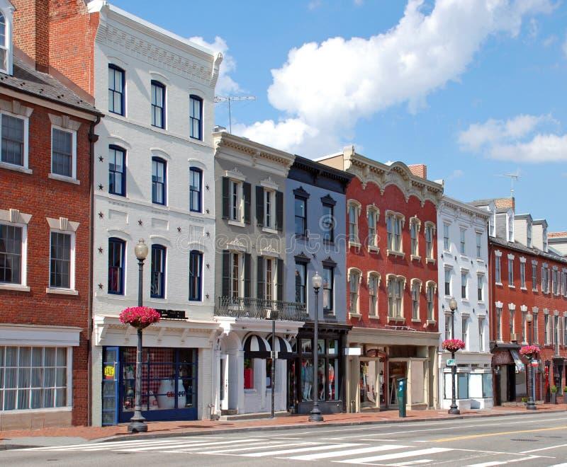 Calle principal 9 de la pequeña ciudad